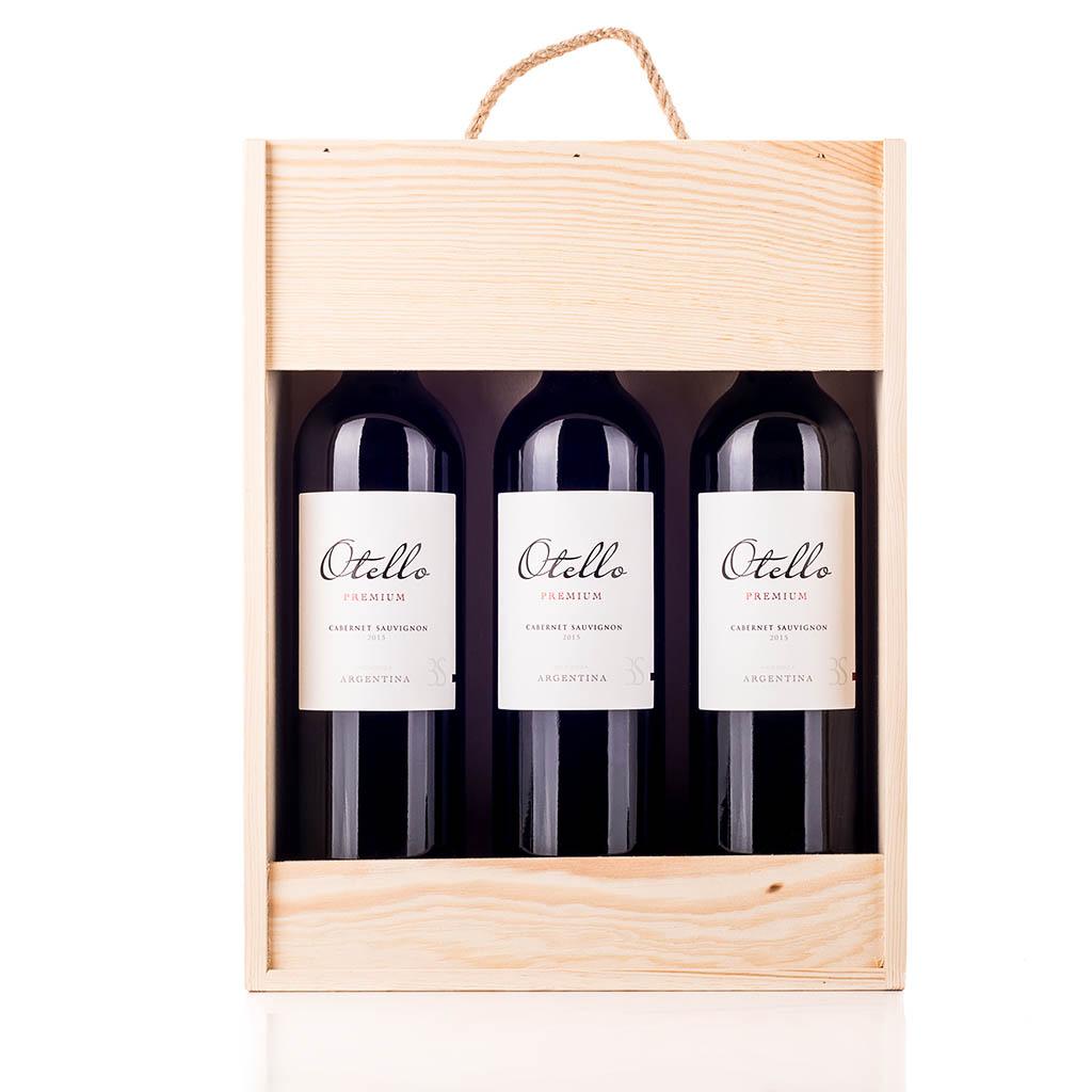 Vingave i træ med 3 flasker Otello Cabernet